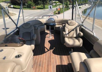 25-pontoon-boat-interior