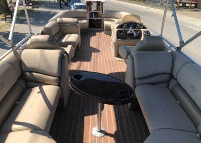 25-pontoon-interior-3
