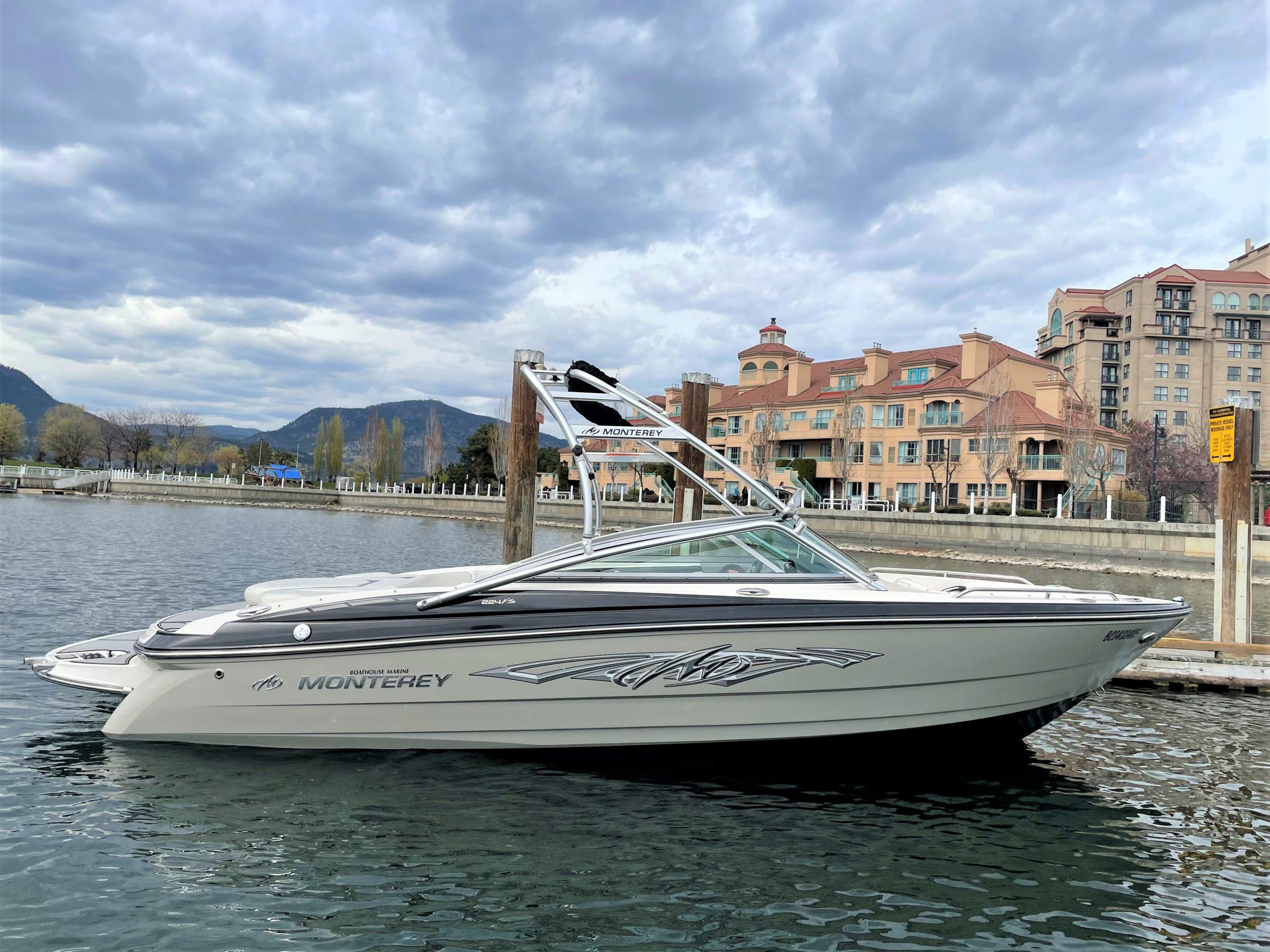 Glastron 20 foot long speedboat for rent.
